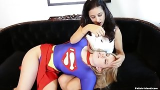 Supergirl Gets Hypnotised - high-resolution fetish cosplay