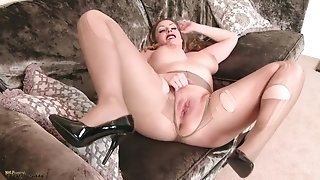 Sultry Hot MILF Pantyhose Joi
