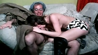 Two retro milf babes love to share one cock and have classic ffm threesome