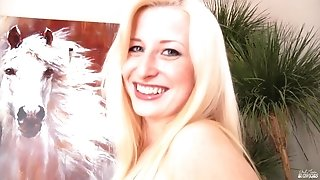 Exciting Blond Hair Babe Suck Male Stick - kyra hot