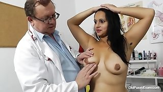 Latina MILF Rosita and her gyno doctor