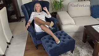 Amoral old lady hot foot fetish video